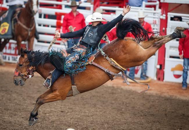 Alberta S Zeke Thurston Scores Saddle Bronc Hat Trick At