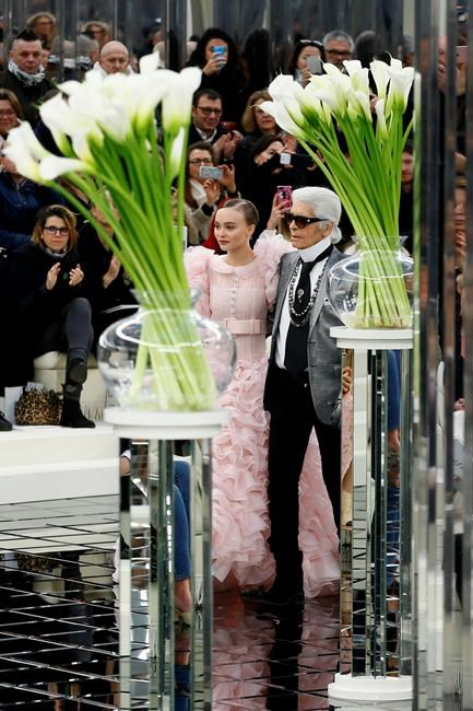 lily rose depp emerges as star of deco inspired chanel show infonews. Black Bedroom Furniture Sets. Home Design Ideas