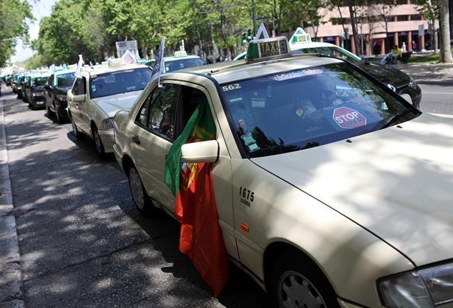 taxis jam lisbon traffic in latest european uber protest infonews. Black Bedroom Furniture Sets. Home Design Ideas