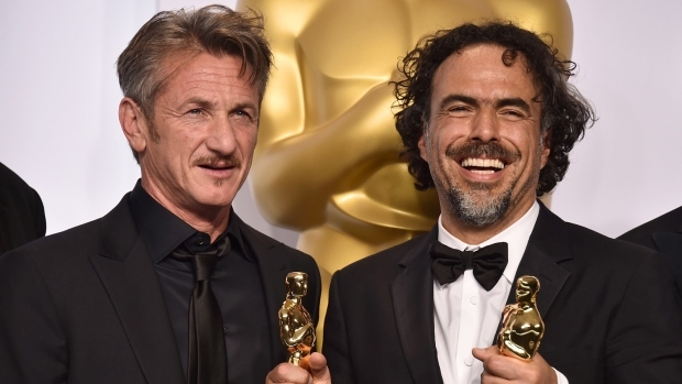 Sean Penn, left, and filmmaker Alejandro Iñárritu pose in the press room at the Academy Awards, on Feb. 22, 2015.