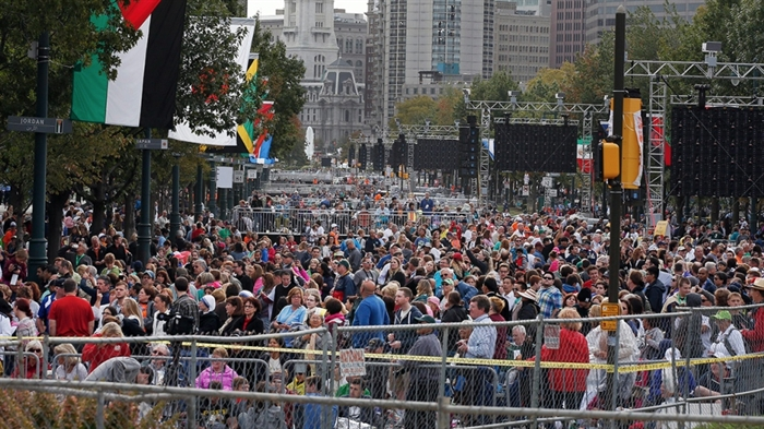 A crowd of people gathers on Benjamin Franklin Parkway before a Mass celebtated by Pope Francis, Sunday, Sept. 27, 2015 in Philadelphia.