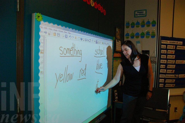Teacher Sophia Sarrasin using the SMART Board to interact with her Grade 1 class.