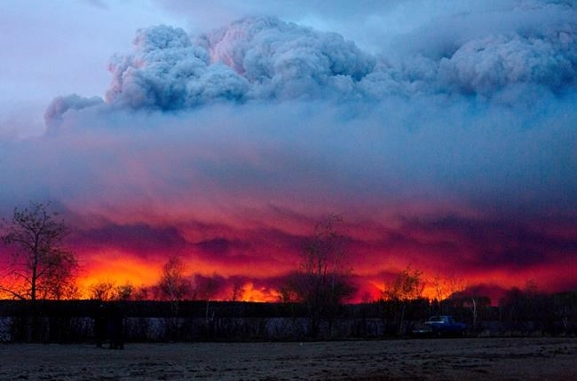 A wildfire moves towards the town of Anzac from Fort McMurray, Alta., on Wednesday, May 4, 2016.