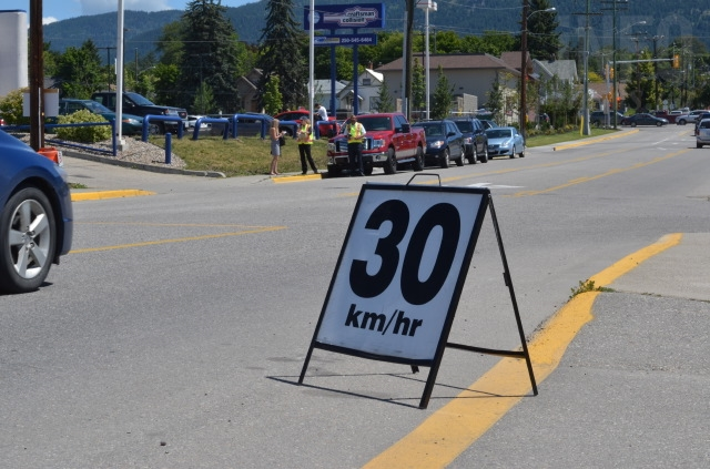Many drivers appeared to miss noticing this sandwich board altogether.