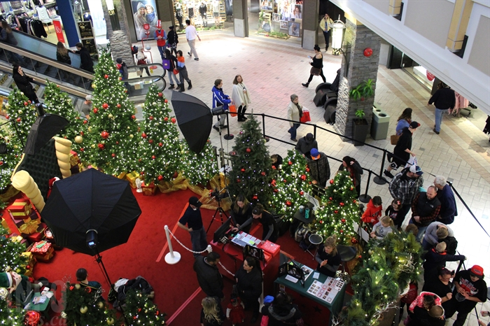 Shoppers crowd around Santa at Aberdeen Mall in Kamloops, Thursday, Dec. 22, 2016.