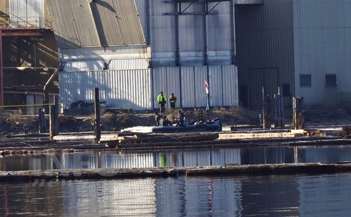 RCMP, the B.C. Coroners Service and WorkSafe B.C. are investigating the sinking of a tugboat at the Tolko Industries mill in Kelowna. The dive team is pictured at the mill the day after the sinking on Tuesday, Jan. 31, 2017.