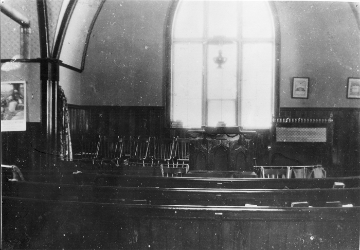 The inside of the church between 1912 and 1913, with the still existing wooden pews.