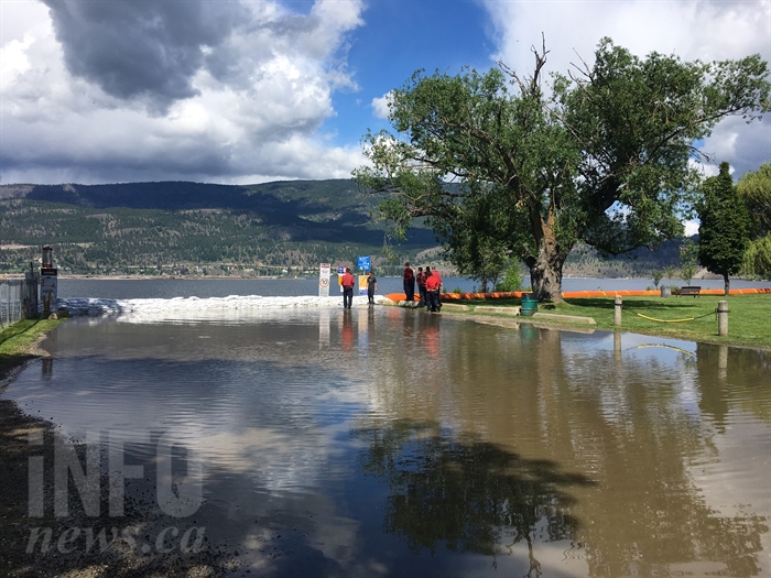 B.C. Wildfire firefighters work to stop water from penetrating the current wall of sandbags at the Cambridge Avenue boat launch on Okanagan Lake in Kelowna, Friday, June 2, 2017.