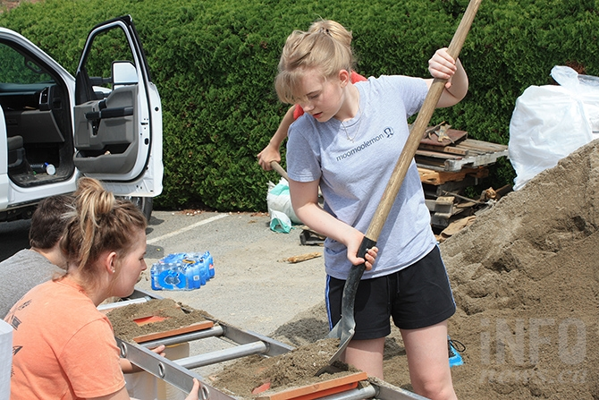 Pen-High students Kim Steur and Hannah Guenther fill sandbags at Red Wing Resort.