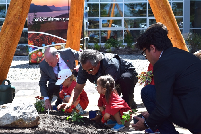 Children from Little Scholars daycare joined by OC President Jim Hamilton, WFN Elder Grouse Barnes and WFN Councillor and Okanagan College Board of Governors Vice Chair Chris Derickson in planting the final six plants in the garden.