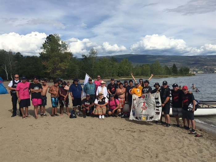 The West Kelowna RCMP First Nation Policing (FNP) Unit in partnership with Okanagan Indian Band FNP and Penticton Indian Band FNP conducted an Okanagan RCMP Recruiting Youth Canoe Journey on Okanagan Lake.