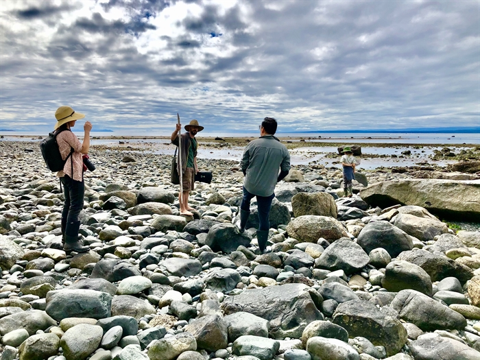 Foraging for shellfish is one of the luxuries of living on the West Coast of B.C. Emily, Ryan, Jay & Jari foraging for clams and geoduck on Quadra Island.