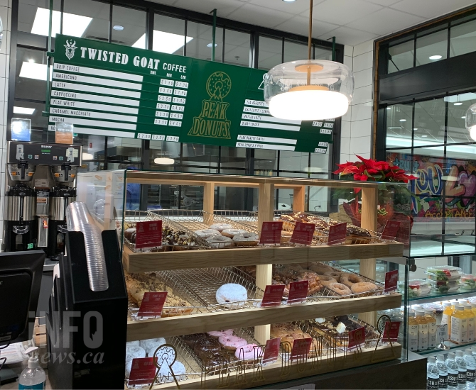 A small café featuring fresh local donuts is located right at the entrance to Fresh St. Market.