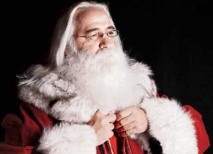 Kelowna photographer Darren Hull has posted an amazing photo essay featuring Santa Tom Kliner.