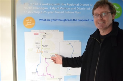 John Hicks points out a new bus route along 29th Street.