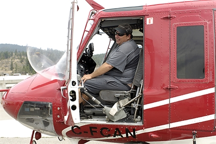 Wildcat Helicopters pilot Robert Stevens and the Bell 212 he used to fight the Smith Creek fire.