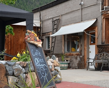 With a cafe and bakery, Gatzke Orchard is as much a destination for dining out and is it for buying fresh produce.