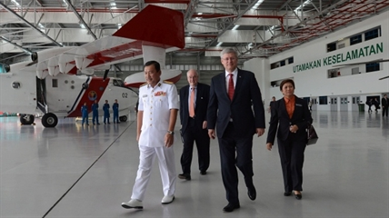 Prime Minister Harper walks with Admiral Datuk Mohd Amdan Kurish on Saturday.