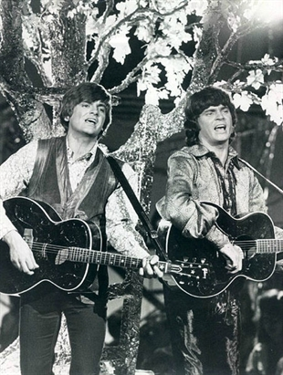 The Everly Brothers performing on the 1970 Johnny Cash summer replacement show.