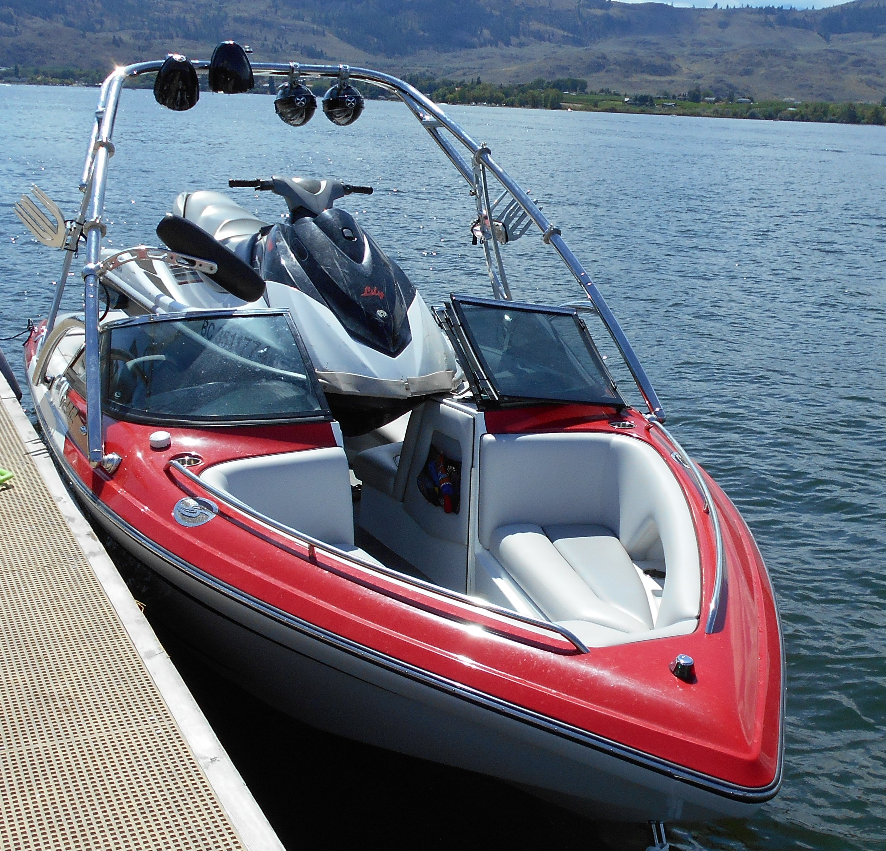 sea doo collides with boat in osoyoos infonews. Black Bedroom Furniture Sets. Home Design Ideas