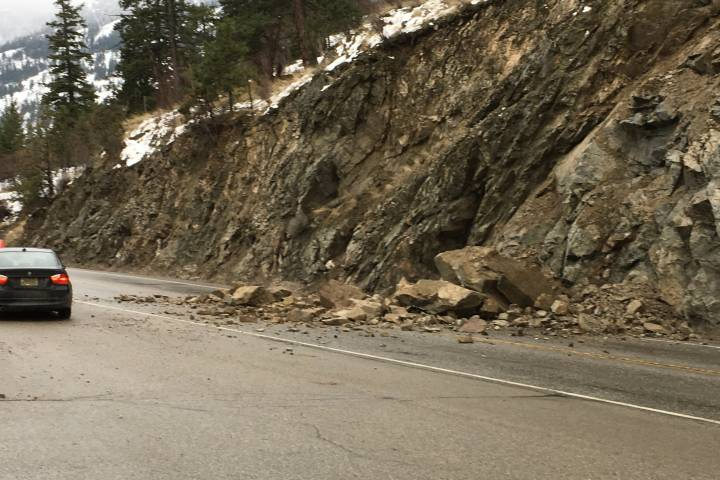 A Rockslide On Highway 97 Is Slowing Traffic Through Peachland Friday March 2 2018